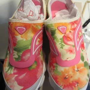 Easy spirit 360   white pink floral size 10